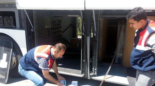 Otobüste Gizli Depoda Kaçak Akaryakıt Ele Geçirildi