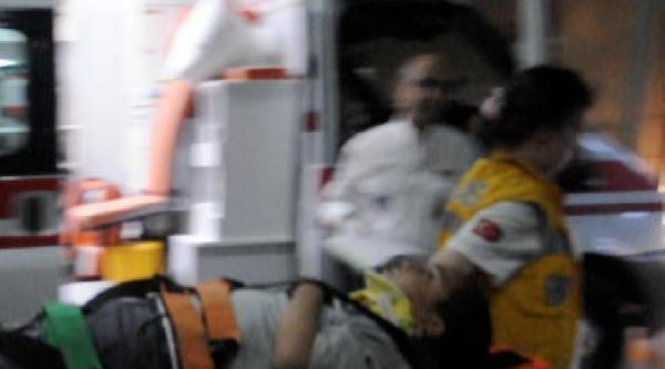 Otombil İle Hafif Ticari Araç  Çarpişti: 6 Yaralı