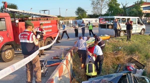 Otomobil Akaryakıt İstasyonunun Duvarına Çarpti: 4 Ölü, 1 Yaralı (2)