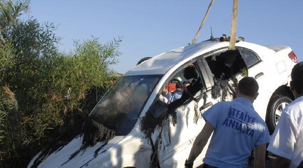 Otomobil, Balık Tutan 2 Kişiye Çarpip Kanala Uçtu: 4 Ölü, 2 Yaralı