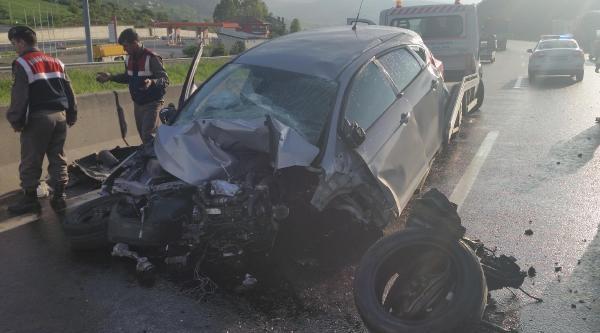 Otomobil Bariyerlere Çarpti: 1 Ölü, 2 Yaralı