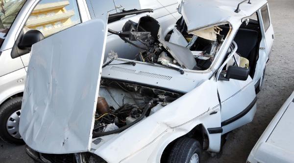 Otomobil Bariyerlere Çarpti, Sürücü Öldü