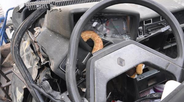 Otomobil, Beton Mikserine Çarpti: 1 Ölü (Yeniden)