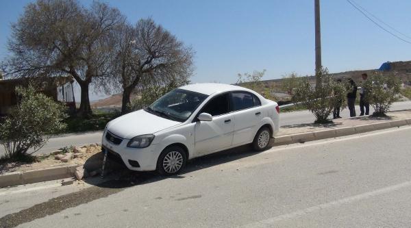 Otomobil Direğe Çarpti, Sürücü Yaralandı