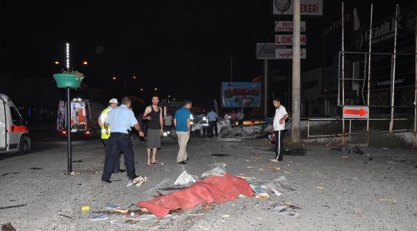 Otomobil Durağa Daldı: 2 Ölü 2 Yaralı