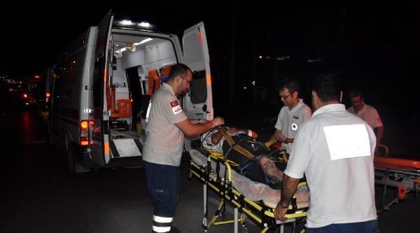 Otomobil Durağa Daldı: 2 Ölü 2 Yaralı / Ek Fotoğraf