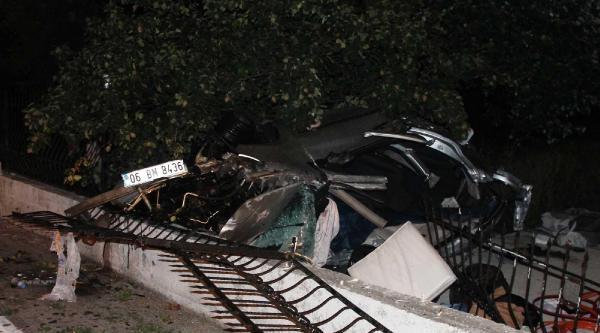 Otomobil, Duvara Çarpti: 4 Ölü - Fotoğraflar