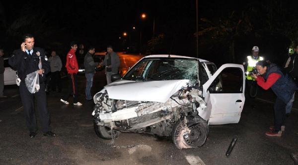 Otomobil Elektrik Direğine Çarpti: 1 Ölü