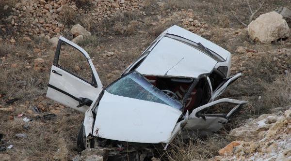 Otomobil Hurdaya Döndü, Sürücü Yara Almadan Kurtuldu