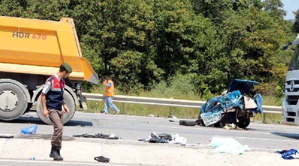 Otomobil İkiye Bölündü: 1 Ölü 6 Yaralı (1)