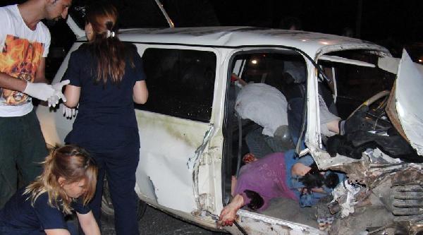 Otomobil Karşı Şeride Geçti: Biri Ağır 3 Yaralı