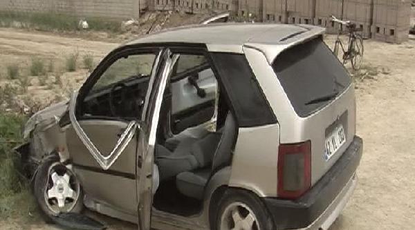 Otomobil Minibüsle Çarpişti: 4 Yaralı