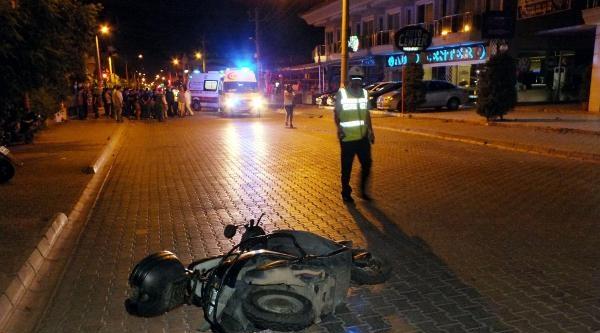 Otomobil Motosiklete Arkadan Çarpip Kaçtı: 2 Yaralı
