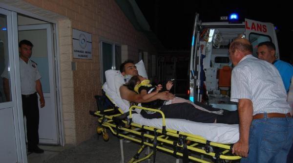 Otomobil, Motosiklete Arkadan Çarpti: 4 Yaralı
