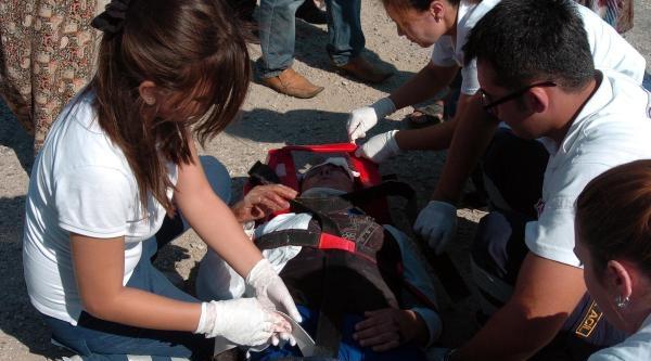 Otomobil Motosiklete Çarpti: 2 Kadın Yaralandı