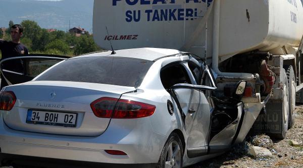 Otomobil, Park Edilen Tankere Çarpti: 4 Ölü, 1 Yaralı