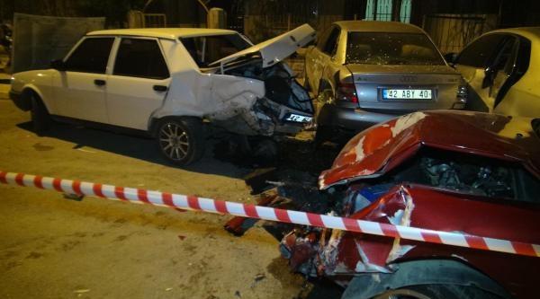 Otomobil Park Halindeki 3 Araca Çarpti: 1 Yaralı