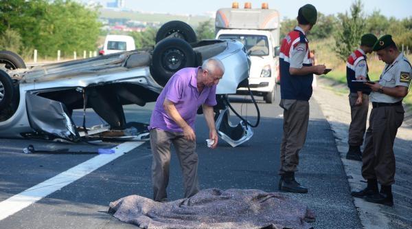 Otomobil, Park Halindeki Kamyonete Çarpti: 3 Ölü