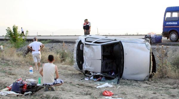 Otomobil Şarampole Uçtu Aynı Aileden 4 Yaralı