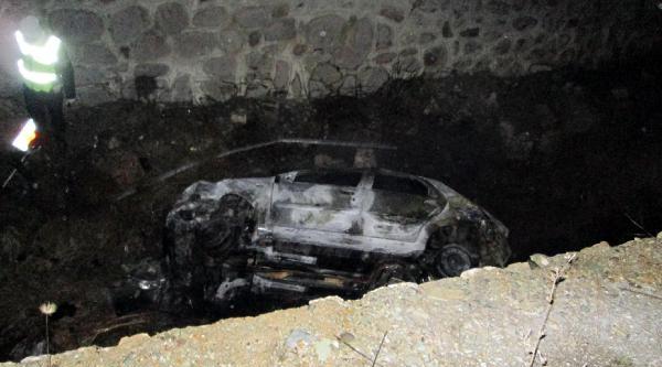Otomobil Şarampole Uçtu Yandı: 1 Ölü, 1 Yaralı