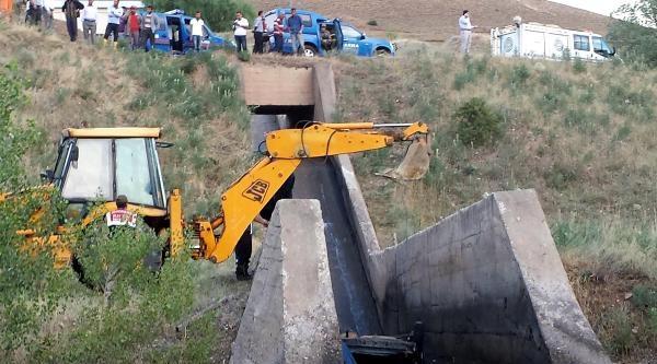 Otomobil Sulama Kanalına Uçtu: 2 Ölü, 2 Yaralı