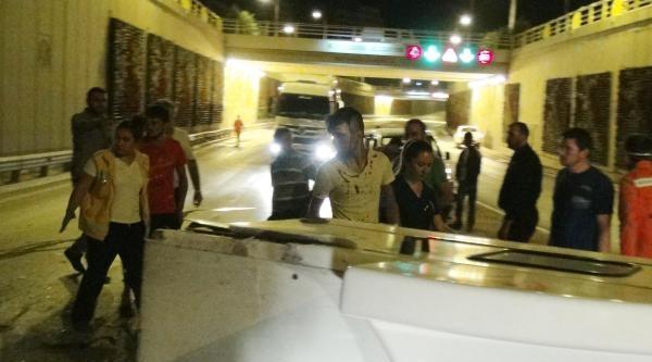 Otomobil Sulama Tankerine Çarpti: 2 Yaralı