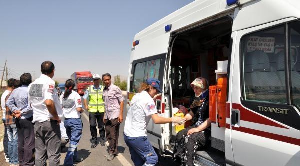 Otomobil Takla Attı: 8 Kişi Yaralandı