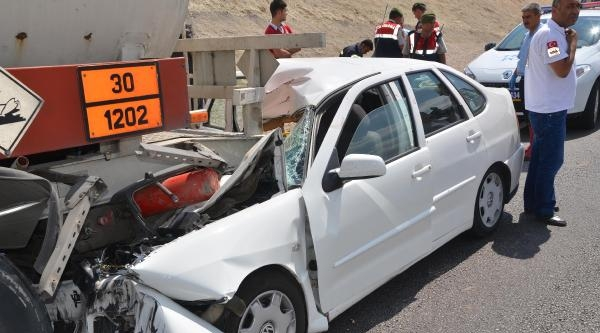 Otomobil, Tankere Çarpti: 1 Ölü, 4 Yaralı