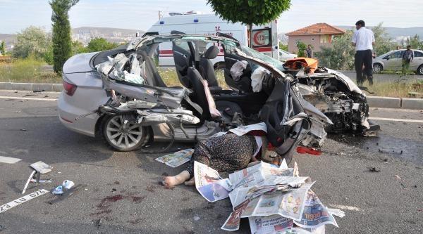 Otomobil Tır'a Arkadan Çarpti: 2 Ölü, 2 Yaralı