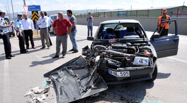 Otomobil Tır'a Çarpti: 2 Yaralı