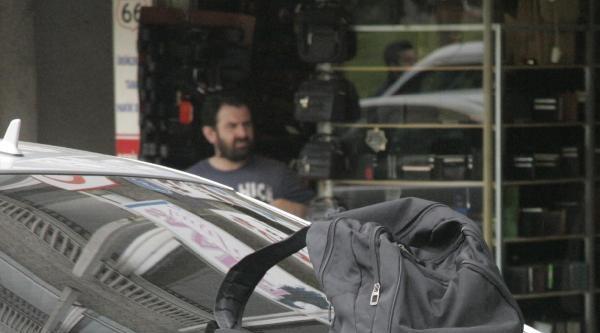 Otomobil Üzerindeki Şüpheli Çanta Korkuttu