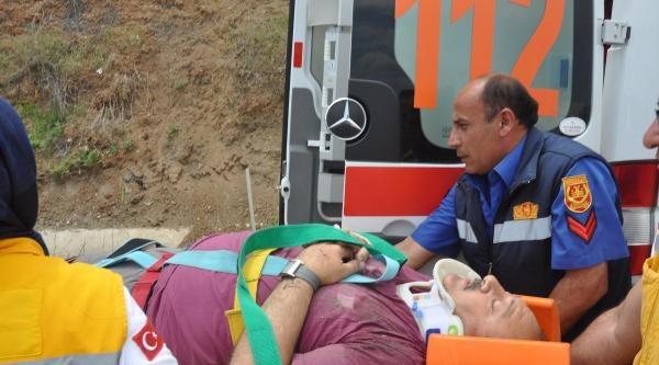 Otomobil Virajda Şarampole Yuvarlandı: 1 Yaralı