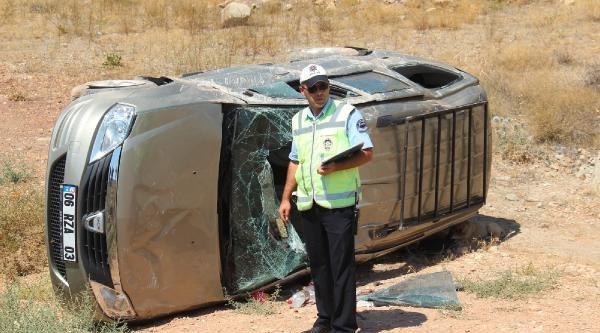 Otomobil Yoldan Çikip Devrildi: 3 Yaralı