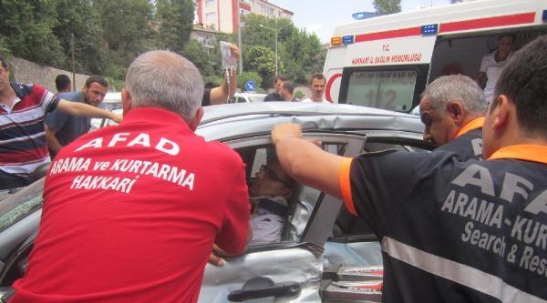 Otomobilde Sıkışan Sürücüyü Afad Ekibi Kurtardı