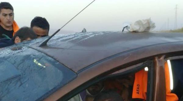 Otomobilde Sıkışan Sürücüyü Kurtarma Operasyonu