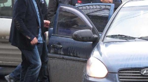 Otomobildeki Silahlar Ve Polis Yelekleri  Gasp Çetesinin Çikti