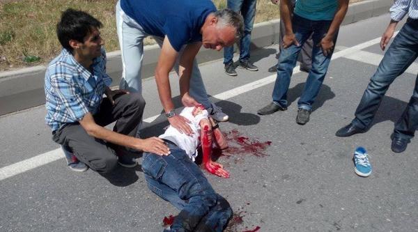Otomobile Arkadan Çarpan Motosikletli Yaralandı