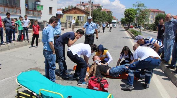 Otomobile Çarpan Kasksız Sürücü Yaralandı