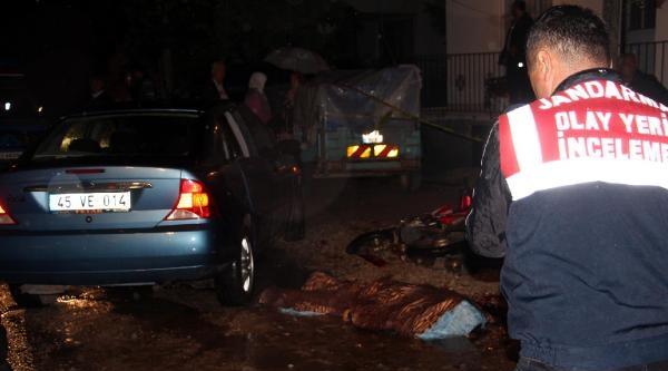 Otomobile Çarpan Motosikletin Sürücüsü Öldü