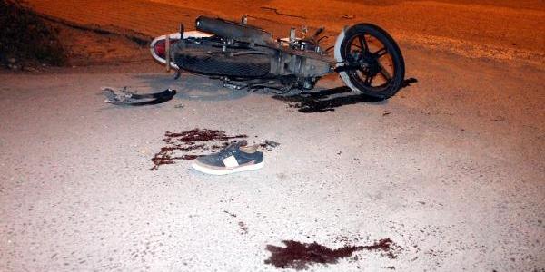 Otomobile Çarpan Motosikletteki 2 Kişi Yaralandi
