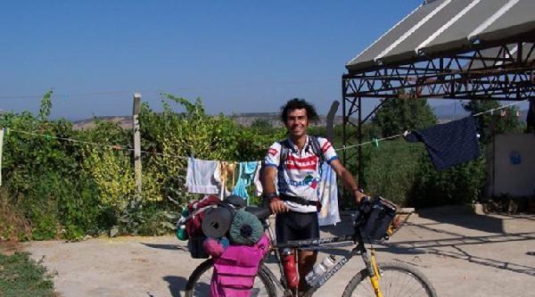 Otomobilin Çarptigi Bisiklet Tutkunu Öldü
