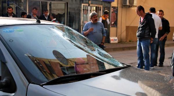 Otomobilin Çarptiği Liseli Yaralandı