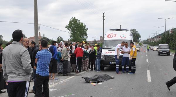 Otomobilin Çarptiği Seyyar Satıcı Öldü