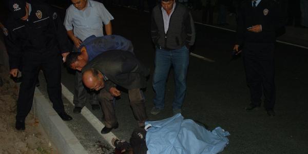Otomobilin Çarptiği Yaşli Adam Öldü