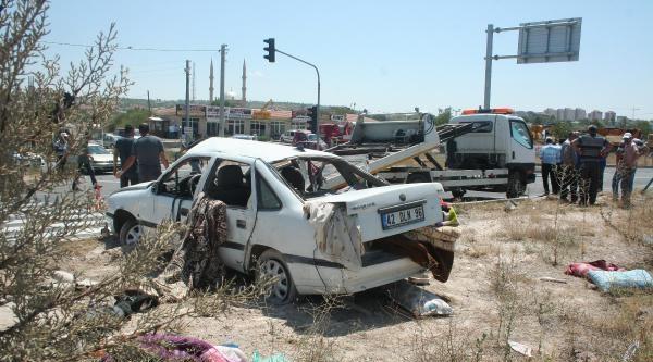 Otomobilin Tıra Çarptiği 5 Kişinin Yaralandığı Kaza Güvenlik Kamerasında