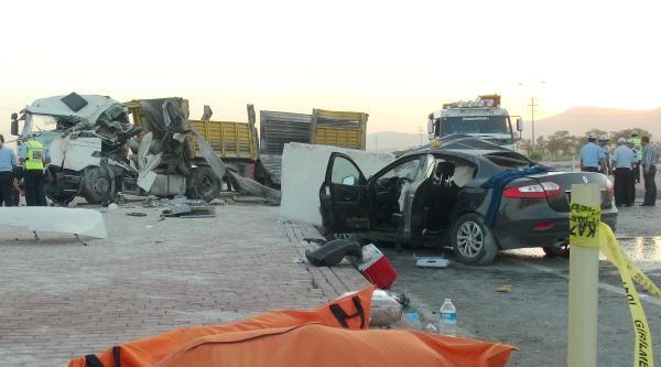 Otomobilin Üzerine 10 Tonluk Mermer Düştü: 2 Ölü, 3 Yaralı