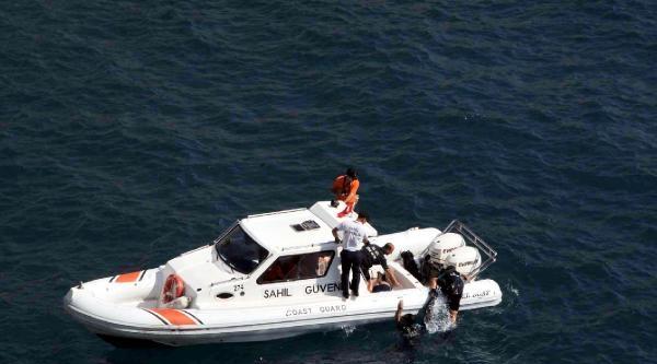 Otomobiliyle Denize Uçan Müteahhit Yaşamını Yitirdi - Ek Fotoğraflar