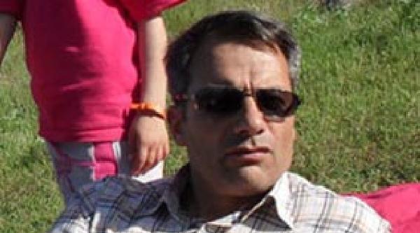 Otomobiliyle Traktöre Çarpan Öğretmen Öldü