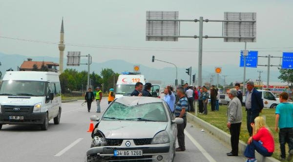 Otomobille Çarpişan 81 Yaşındaki Motosikletli Öldü