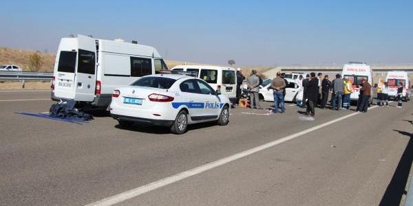 Otomobille Kaza Yapti, Tartiştiği Eşini Öldürüp Intihar Etti